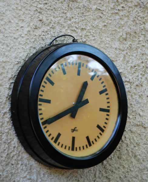 fb4ca14c122e94 Horloge de gare Bakélite 43cm ca. 1938 dans OBJETS,DECO... dsc0128