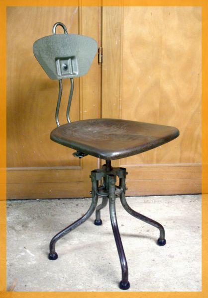 En Cours De Restaurationchaise Atelier Industrielle FLAMBO Henri LIBER 1926 Dans