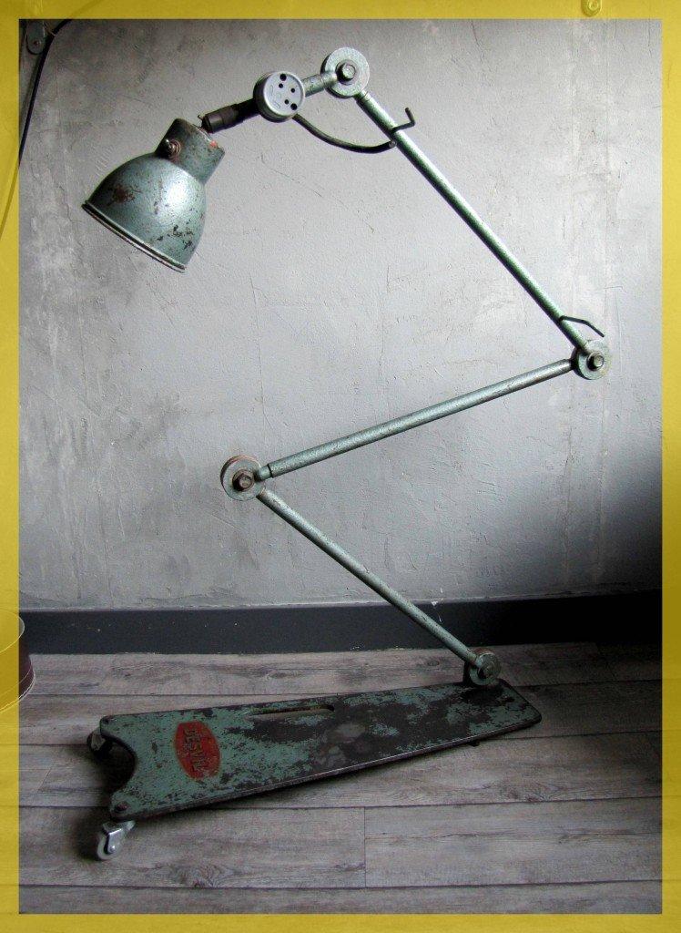 Lampe de garagiste atelier mécanique DESVIL 1950 IMG_14331-748x1024